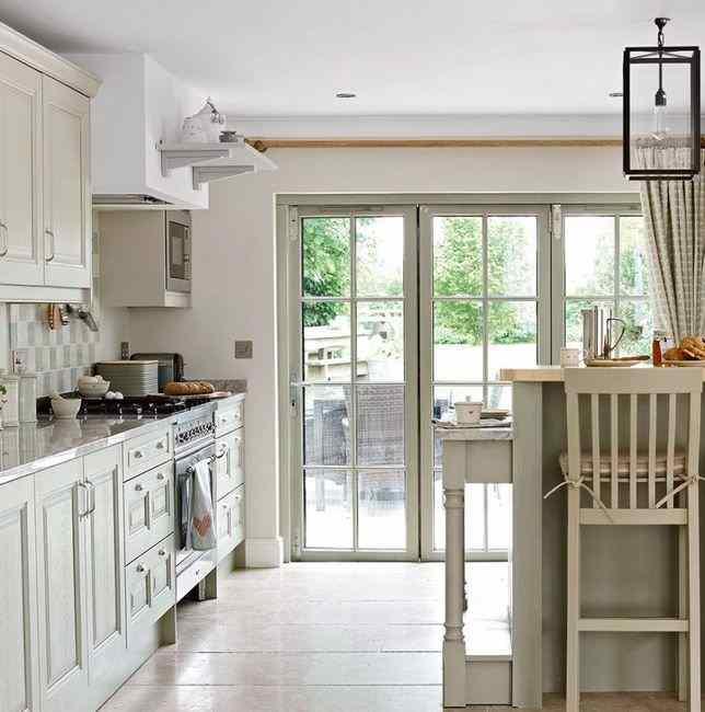 Цвета сочетающиеся с серым в интерьере кухни, фото