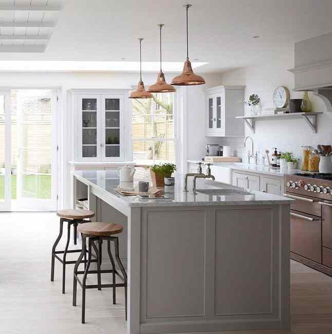 Серая кухня в сочетании с цветом меди, фото в интерьере