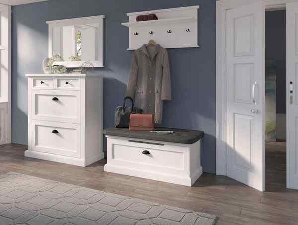 Классическая белая мебель для прихожей, фото в интерьере
