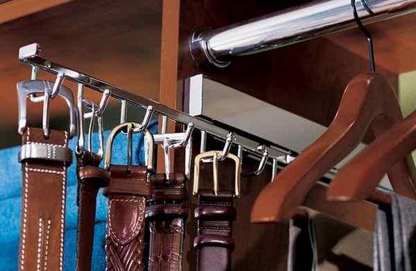 Вешалка для ремней в шкафу купе, фото в интерьере