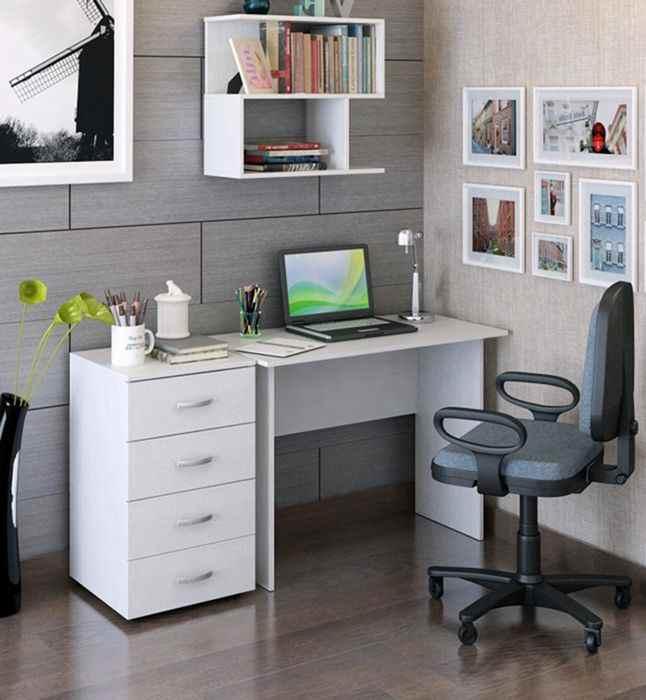 Письменный стол со стулом в интерьере детской комнаты, фото